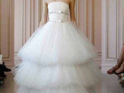 Oscar de la Renta presenta alla New York Bridal Week la prima collezione firmata Peter Copping per il 2016