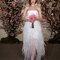 Vestido de noiva com decote tradicional cai-cai.