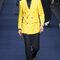 Traje de chaqueta en negro y amarillo.