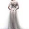 Vestido de novia 2013 con marco en la espalda con transparencias y detalle de moño en la parte trasera