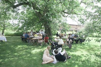 Survival-Kit für Hochzeitsgäste: Wie man eine heiße Sommerhochzeit draußen überlebt