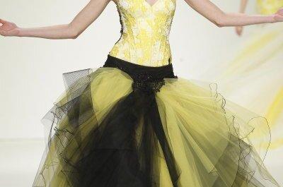 Un toque de modernidad burguesa: Vestidos de novia primavera 2015 de Jordi Dalmau