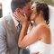 74. A Sara e o João deram o nó e celebram da melhor forma: entregados neste beijo apaixonado!