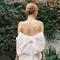 Vestido de novia con moño sobredimensionado - Foto Britt Chudleigh