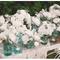 Hochzeitsdeko mit Gläsern und Vasen. Foto: Danielle Fletcher