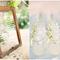 Hochzeitsdeko mit Gläsern und Vasen. Foto: Jose Villa