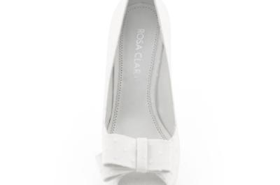 Zapatos de novia blancos de Rosa Clará 2013