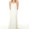 Vestido de novia 2013 con escote strapless, cola y diseño simple