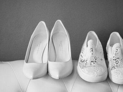 Un paio di scarpe di ricambio per la sposa? Ecco i pro e i contro!