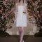 Vestido de noiva curto com decote cai-cai