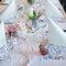 Una bonita decoración para la mesa de niños en el banquete.
