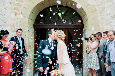 Aurélie et Romain : un coup de foudre immédiat, une demande en mariage spectaculaire et un beau mariage fleuri !
