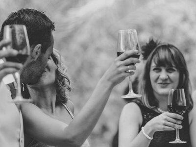 ¿Ir o no ir a la boda de tu ex? Te contamos los pros y los contras