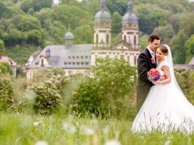 Claudia & Andy: Moderne Märchenhochzeit auf Götzenburg