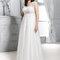 Długa suknia ślubna w połączeniu z koronki, Foto: Agnes 2015