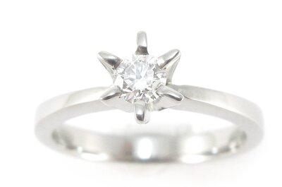 Un romántico anillo de compromiso