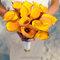 Ramo de flores silvestres en colores naranja para novia