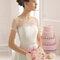 Hochzeits-Kleid: Schulterfreies Brautkleid mit Tüll und Schmucksteinen