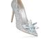 Uma verdadeira joia. Duvido que a Cinderela deixasse esse sapato para trás.
