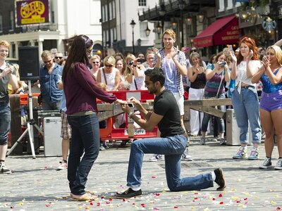 Expert help for the perfect Valentine's day proposal - Video