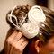 Penteado para noivas românticas, com flores. Foto: Paulo Herédia