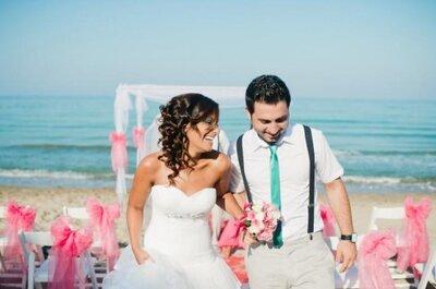 Boda en la playa en dos colores, color rosa y azul turquesa