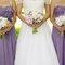 Cheryl y sus damas de boda con vestidos lila de temporada