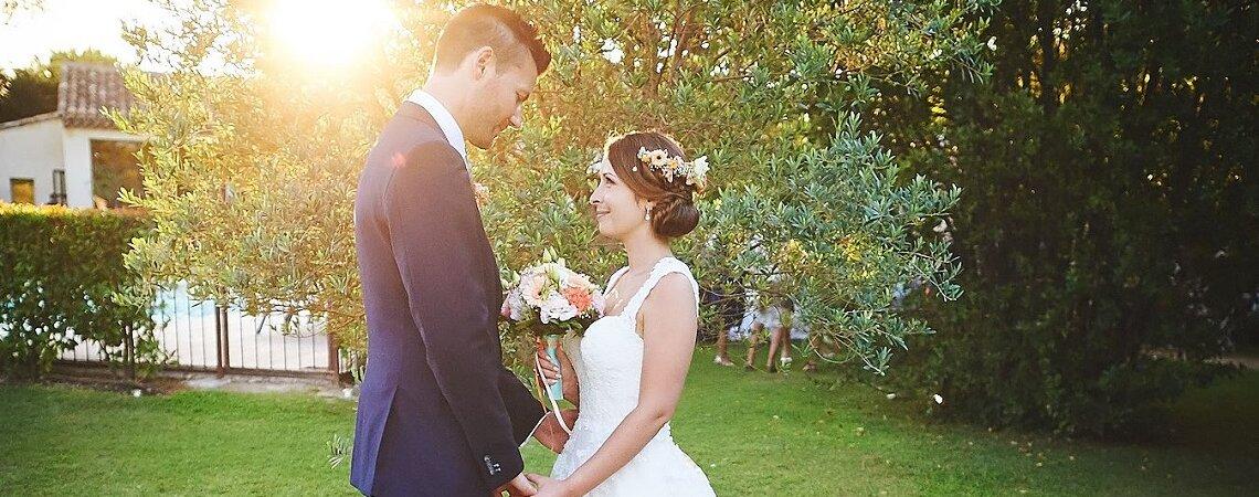 Julie et Cédric : une cérémonie laïque en plein air dans un décor de rêve en Provence