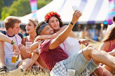 Leve de liefde en de muziek. Bezoek samen met je partner een festival!