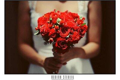 Buquês de noiva vermelhos em grande estilo