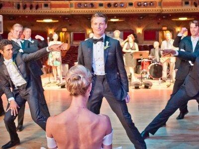 Os noivos também dançam: a incrível coreografia que está a correr o mundo.