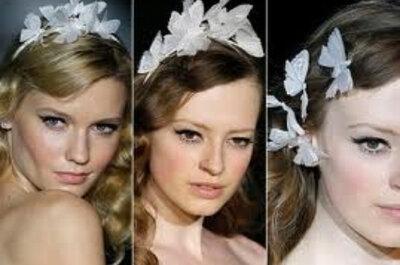 Brautfrisur mit Blumen – Haarreifen