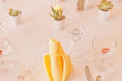 Jolies petites serviettes comme décoration de mariage