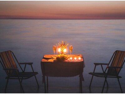 Demande en mariage, organisation de lune de miel, ouverture de bal : Madame Coco a réponse à tout