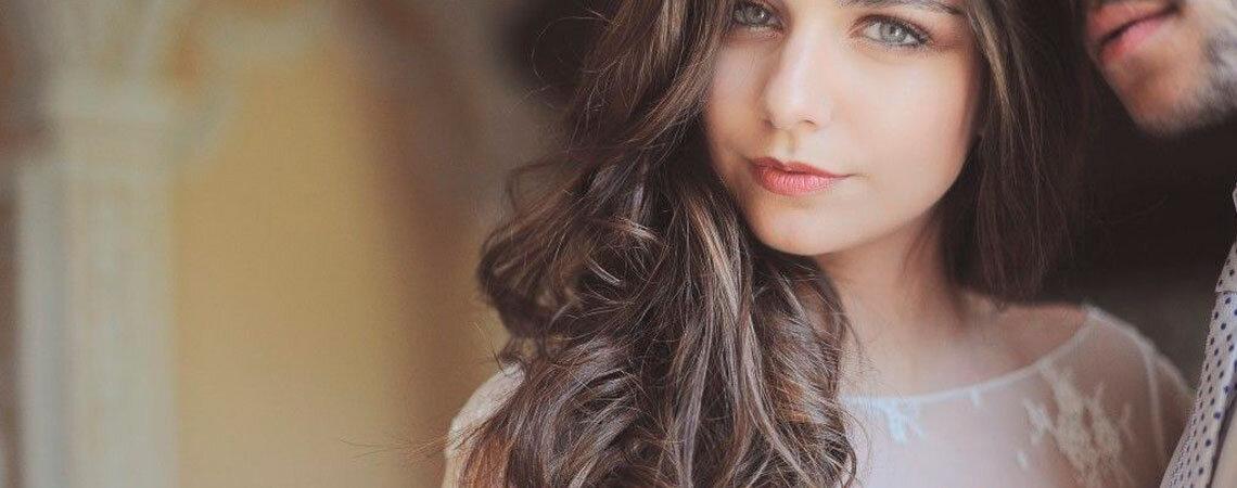 7 penteados de noiva que irão fazê-la parecer mais jovem