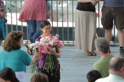 Propuesta de matrimonio original con Flashmob y muchas flores