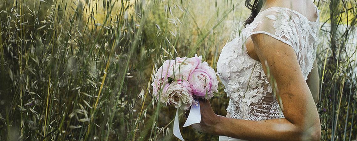 ¡Encuentra la combinación de tu vestido de novia con el ramo de flores ideal para ti!