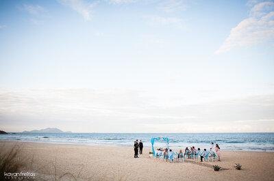 O apaixonante mini wedding na praia de Caroline e Patrick