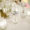 Las vasijas plateadas o de cristal le darán un aspecto mucho más preparado a la decoración.