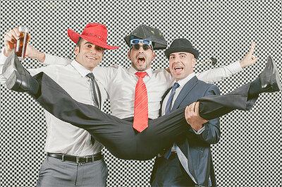Photocall de bodas acrobático, un deporte de riesgo