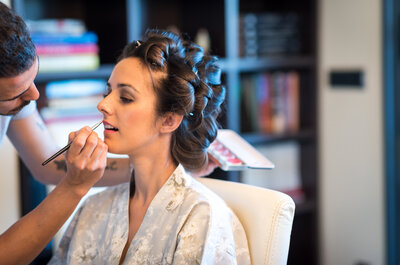 Un look elegante y romántico: la novia de la corona de flores