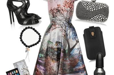 Cómo combinar un vestido de fiesta estampado con accesorios negros