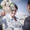 A noiva deu uso ao seu bouquet também na sessão de fotos