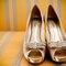 Sapatos com cores clássicas e strass. Foto: Paulo Heréia