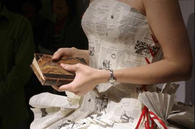 Vestidos de noiva feitos de páginas de livros: para leitoras inveteradas