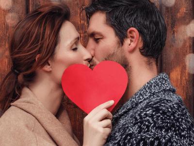 Sai quanto aspettano le coppie prima di fare l'amore insieme per prima volta?