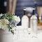 Centro de mesa de boda vintage con florero de porcelana