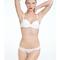 Conjunto de lencería en color blanco con detalles simples e inspirados en el minimalismo