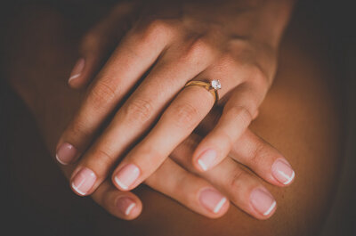 Cómo limpiar diamantes: conserva tu anillo de compromiso ¡como el primer día!