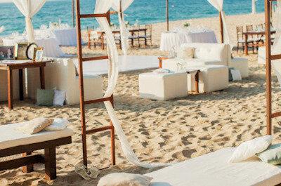 Así puedes decorar las mesas para una boda en la playa: Montajes ¡únicos!